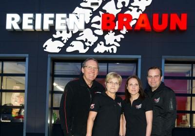 Reifen Braun ist seit jeher ein Familienbetrieb: Volker Braun, Maria Braun, Christine Dollak und Andreas Dollak (von links) übernehmen dabei Verantwortung für die aktuell 18 Mitarbeiter