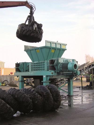 Beim Kurz Karkassenhandel können kleine wie auch ganz große Reifen fachgerecht entsorgt werden