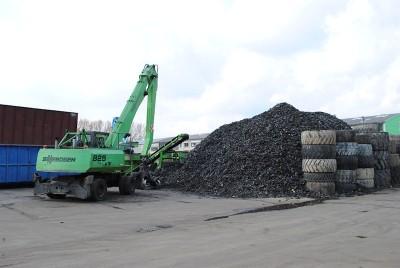 Auch wenn es in Deutschland etliche zertifizierte Entsorgungsfachbetriebe gibt, werden immer noch zahlreiche Altreifen einfach – und billig – in der Natur entsorgt