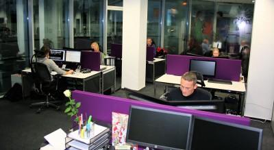 Die deutsche Apollo Vredestein GmbH verfügt seit Kurzem über deutlich erweiterte Räumlichkeiten am Standort in Vallendar, im Bild: das Innendienstteam für Pkw-Reifen