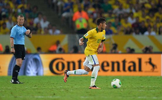 """Mit einem weiteren von der UEFA erworbenen Rechtepakt will sich Conti rund um die Qualifikationsspiele für die EM 2016 eine """"gut sichtbare TV-Präsenz in Form von Bandenwerbung"""" bei den bei den Auswärtsspielen der Topteams aus England, Frankreich, Holland, Italien, Portugal, Russland, Spanien und Türkei sichern"""