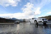 """Nasse Fahrbahnen gehören im mitteleuropäischen Winter zu den größten Herausforderungen für Mensch und Maschine, weswegen das Bremsen auf Nässe auch für Michelin zu den zentralen Produkteigenschaften unter dem Stichwort """"Total Performance"""" zählt"""