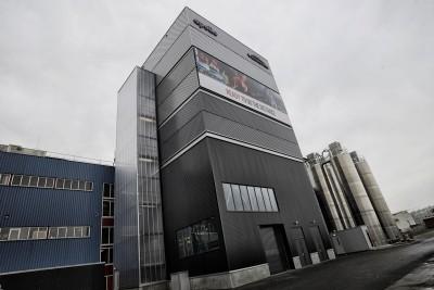 """Der neue """"Mixer 8"""" nimmt im Apollo-Vredestein-Werk im niederländischen Enschede ein komplettes Gebäude ein"""