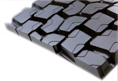 Erst jüngst hatte Pirelli das Novateck-Sortiment um sämtliche Profile der populären Serie:01-Lkw-Reifen ergänzt; im Bild das Antriebsachsprofil TR:01