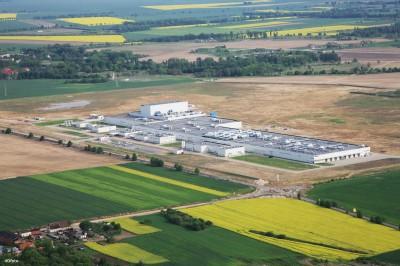 Nach der Einweihung der neuen Lkw-Reifenfabrik im polnischen Stargard 2009 nimmt Bridgestone dort aktuell auch eine neue Produktionsstätte für Laufstreifen in Betrieb