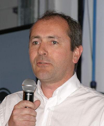 Laut Pierre Fraisse, Direktor Entwicklung Zweiradreifen bei Michelin, vereint die 2AT genannte Technologie das Beste aus beiden Welten von Radial- und Diagonalreifen