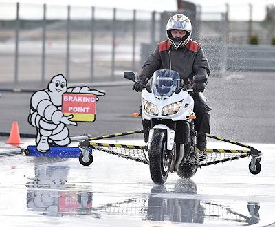 Als eine der Stärken des neuen Reifens hebt Michelin insbesondere seine Nassbremsleistungen hervor