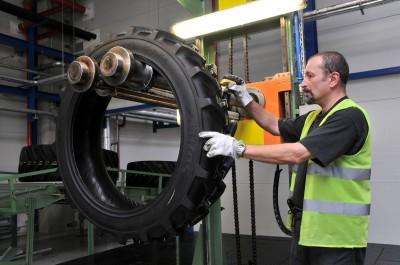 Für jeden einzelnen Reifen gibt's eine Qualitätskontrolle