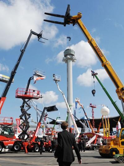 Die CeMAT ist die internationale Leitmesse für Intralogistik und Supply Chain Management; sie findet unter anderem alle zwei Jahre in Hannover statt