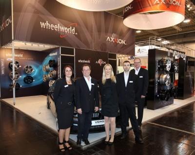 """Das Wheelworld-Team auf der """"Räder"""", äh: """"Reifen"""""""