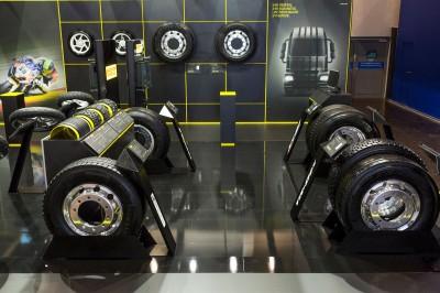 Im Mittelpunkt der diesjährigen Pirelli-Präsentation auf der Reifen-Messe in Essen stand in diesem Jahr das Lkw-Reifensegment mit zahlreichen Neuheiten; der italienische Hersteller will jetzt mit einer zigene Heißrunderneuerung unter der Bezeichnung Novatread auf den Markt gehen