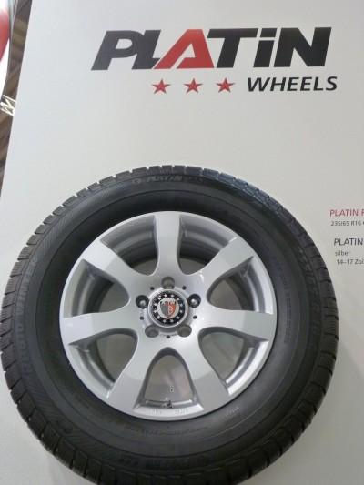 Der Van-Reifen Platin RP 610 – hier natürlich auf ein Platin-Aluminiumrad gezogen – hatte es so gerade noch zur Messe geschafft
