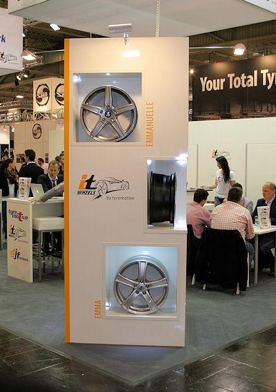 Die sechs Räderlinien der neuen Tyremotive-Eigenmarke IT Wheels tragen Frauennamen und dürften wohl ihren Teil mit dazu beigetragen haben, dass der Stand des Unternehmens bei der diesjährigen Reifenmesse durchgängig gut besucht war