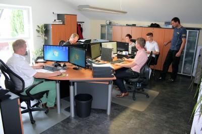 Aktuell beschäftigt das junge Unternehmen bereits sieben Mitarbeiter, darunter auch einen Auszubildenden zum Groß- und Außenhandelskaufmann, und setzt jährlich rund sechs Millionen Euro um