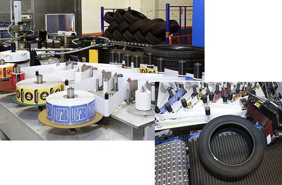 """Für Continental hat Bluhm Systeme ein Etikettiersystem entwickelt und gebaut, das neben dem EU-Reifenlabel auch eines von vier unterschiedlichen Marketinglabels – entsprechend den Konzernmarken Continental, Uniroyal, Semperit und Barum – auf die Reifen klebt: Eine Positioniereinrichtung auf Basis des Servoantriebssystems """"Sinamics S120"""" von Siemens sorgt dafür, dass die Label mittig auf den Reifen aufgebracht werden können"""
