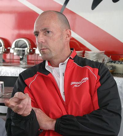 Renningenieure wie Peter Baumgartner sind so etwas wie eine Schnittstelle zwischen dem Reifenhersteller auf der einen und den Rennfahrern bzw. -teams auf der anderen Seite