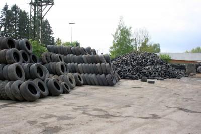 Kurz Karkassenhandel handelt jährlich immerhin 150.000 bis 170.000 Karkassen und entsorgt über 40.000 Tonnen Altreifen und Altgummi