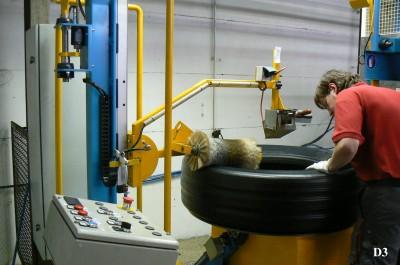 Während die Heißrunderneuerung bei Laurent Reifen offenbar gut funktioniert, ist die Kaltrunderneuerung das Sorgenkind des Unternehmens