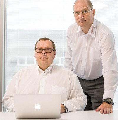 Jürgen Philippi (links, Chief Technology Officer) und Jörg Vossen (Geschäftsführer der Global Foundry Engineering GmbH)