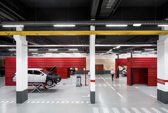 In die Komplettmodernisierung der 1.600 Quadratmeter großen Trainingswerkstatt unweit seiner Zentrale in Weiden hat ATU eigenen Angaben zufolge etwa eine Million Euro investiert