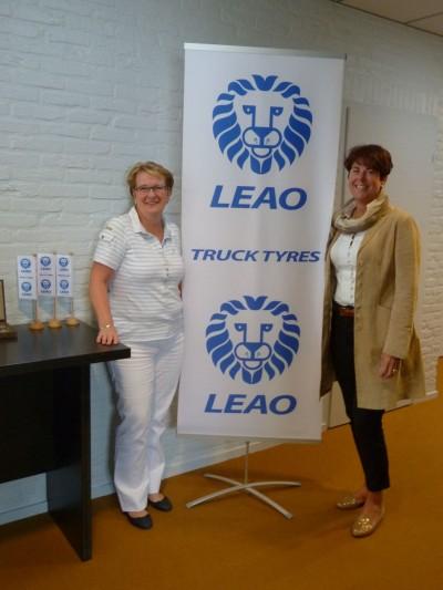 Jeannette Bertolin (re.) und Anne Marie Hartmanns sind nicht nur beide viele Jahre im Unternehmen, sondern können aufgrund ihrer sprachlichen Fähigkeiten auch mit den Kunden in ganz Europa fachlich kompetent kommunizieren