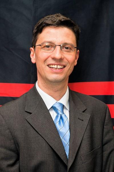 Laut Thorsten Schäfer, Leiter Logistik bei der Pirelli Deutschland GmbH, zählt das neue Lager in Dieburg, das von Kontraktlogistiker Fiege betrieben wird, zu den modernsten Deutschlands; künftig wird die Logistik für den Ersatzmarkt in Dieburg durchgeführt, die für die Erstausrüstung und den Export in Breuberg