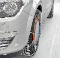 Das Bestücken der Antriebsachse mit Schneeketten ist ausreichend