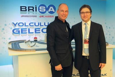 Pilot Bertrand Piccard und Brisa-CEO Hakan Bayman besiegeln die offizielle Partnerschaft