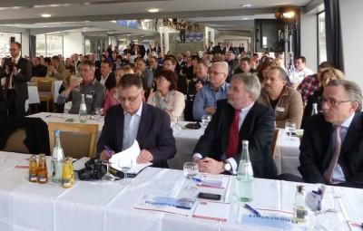 Besucher der diesjährigen MLX-Partnertagung auf einem Rheinschiff