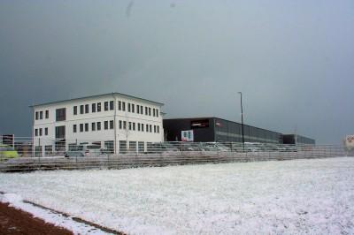 Vom zentralen Standort in Neuhof bei Fulda aus vertreibt das Unternehmen rund 2,2 Millionen Pkw-Reifen sowie rund 450.000 Felgen; darüber hinaus vermarktet das Unternehmen jährlich auch 100.000 Lkw-Reifen, allerdings aus einem Außenlager