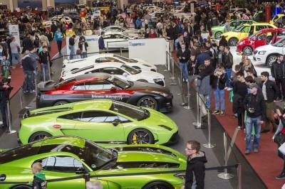 Show-and-Shine-Cars wohin das Auge reicht – die Tuning World Bodensee gibt einen umfangreichen Branchenüberblick für Zubehör, Sportwagen und Automobile, der Fachpublikum und Besucher gleichermaßen begeistert
