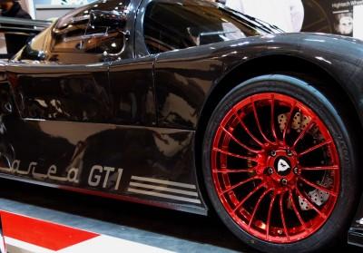 Farbige Räder können Luxusautos und Sportwagen sehr wohl gut stehen