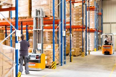Die Logistik funktioniert reibungslos, das Lager ist gut gefüllt und sortiert
