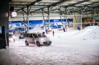 """Der neue Ganzjahresreifen Firestone Multiseason funktioniert als Allrounder auf Schnee (Foto: im """"Snow Dome"""" in Bispingen) genauso gut wie sommers und winters auf nasser und trockener Fahrbahn"""
