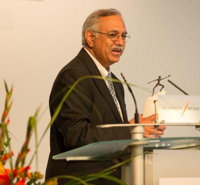Dr. Seshu Bhagavathula nahm die Auszeichnung stellvertretend für Apollo Vredestein entgegen