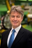 Dirk Reurslag, Sales Director bei VMI, betont, dass die eigene Heißextrusion dem Runderneuerer Geld spart und die Produktqualität steigert