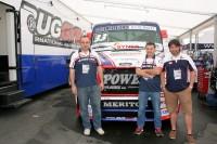 Michal Baxa, Marko Tubakovíc und Jorge Anton Gonzalez (von links) von Vipal Rubber konnten anlässlich des Truck Grand Prix' etliche Kunden am Stand des Baggyra-Teams empfangen