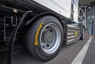 Der eTruck ist auf rollwiderstands- und laufleistungsoptimierten Reifen der Linien Conti EcoPlus und Conti Hybrid unterwegs und mit dem integrierten Reifendruckkontrollsystem ContiPressureCheck ausgestattet
