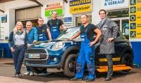 Reifen Ochs beschäftigt an zwei Standorten in Kassel insgesamt zwölf Mitarbeiter, die sich schwerpunktmäßig auf Reifen und Reifendienstleistungen konzentrieren