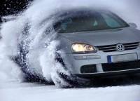 Durch den Schnee driften bringt Spaß, aber ist das auch sicher?