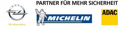 Seit 15 Jahren engagieren sich ADAC, Michelin und Opel daher gemeinsam dafür, mit Kindern zu üben, wie sie sich sicher im Straßenverkehr bewegen