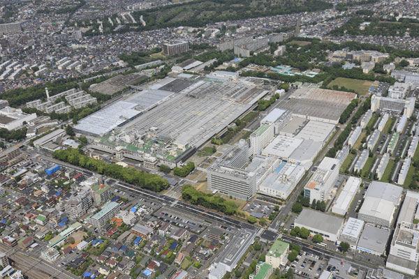 Die Bridgstone-Fabrik in Kodaira City besteht seit 1960 und gibt gut 460 Menschen Arbeit, die vor Ort außer Pkw- und Llkw-Reifen auch Flugzeugreifen produzieren
