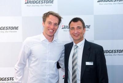 Bridgestone-Geschäftsführer Andreas Niegsch hatte einen prominenten Gast für ein Pressegespräch: Fritz Dopfer