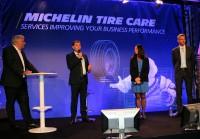 """Michelins globaler Lkw-Reifenchef Serge Lafon (zweiter von links) erläuterte Anfang der Woche in Paris, was sich hinter den neuen Diensten """"Michelin Tire Care"""" verbirgt"""