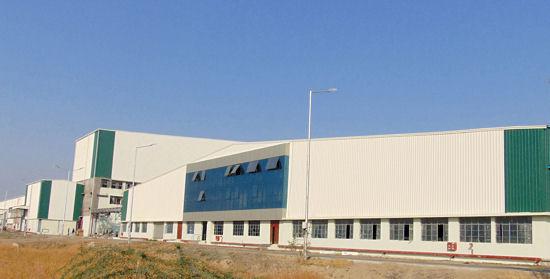 Das Gelände des neuen ATG-Reifenwerkes im indischen Dahej umfasst insgesamt 433.000 Quadratmeter, von denen die Produktionsstätte selbst rund 112.000 Quadratmeter in Anspruch nimmt
