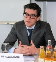"""Massimo de Alessandri betont gegenüber der NEUE REIFENZEITUNG, es gebe """"mittelfristig keine Pläne für Schließungen oder Verlagerungen"""" weiterer Abteilungen; es werde beim Abbau von 80 Arbeitsplätzen bleiben"""