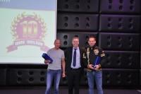 Peter Wegener (Mitte), Leiter Quick Reifendiscount, beglückwünschte die Jubilare Ronny Hanusch aus Hamburg (links) und René Fehring aus Osnabrück; beide feiern in diesem Jahr ihr zehnjähriges Jubiläum als Quick-Partner