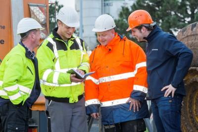 Von links nach rechts: Jürgen Draband (Agrotec), Thorsten Schweer (Agrotec), Thomas Dzaebel (LWK Fahrzeugservice GmbH) und Robert Kolassa (Bohnenkamp AG)