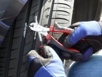 """Praxistest: Der """"Sealguard""""-Reifen hat trotz des Nagels keine Luft verloren"""