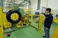 Goodyear Dunlop setzt in Europa klar auf die Heißrunderneuerung, bietet seinen 60 lokalen Partnern europaweit aber gleichzeitig auch Laufstreifen für die Kaltrunderneuerung an